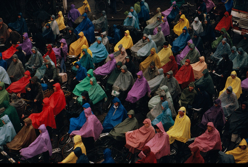 CHINA. Shanghai. Cyclists in the rain. 1993