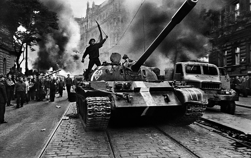 CZECHOSLOVAKIA. Prague. August 1968. Warsaw Pact tanks invade Prague