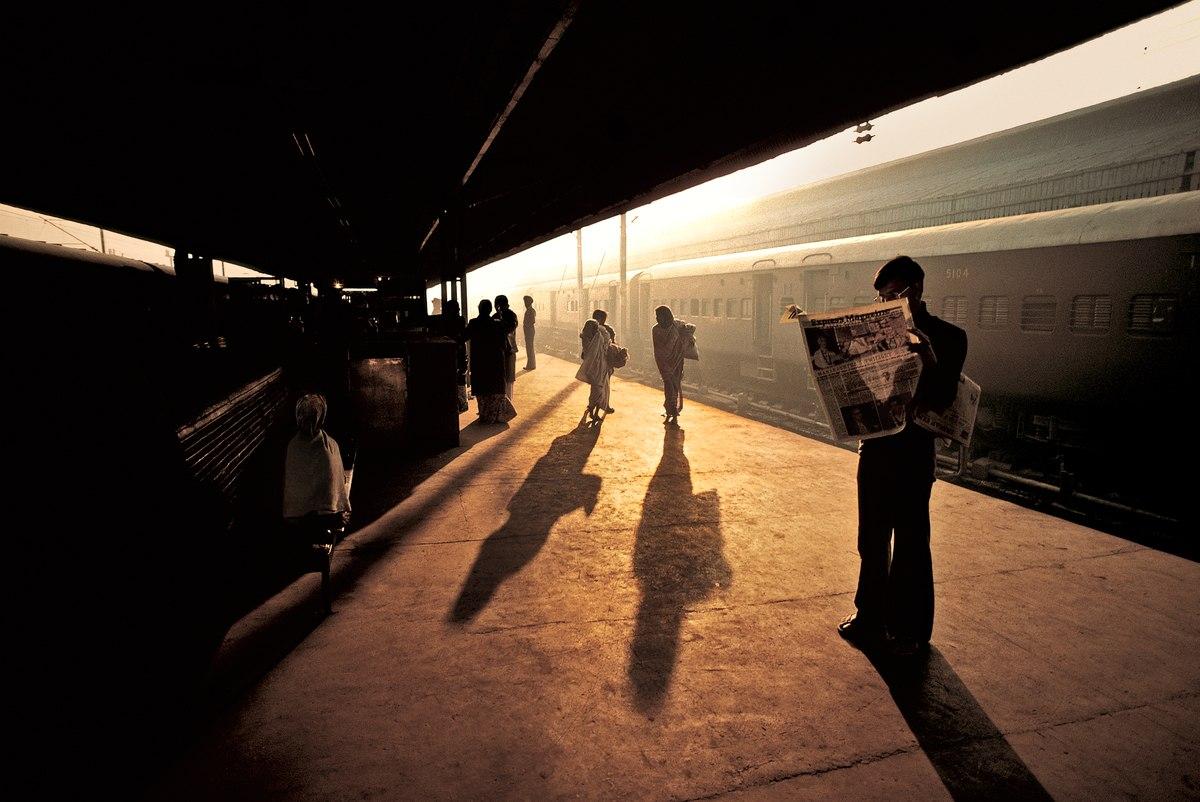 Раннее утро на станции Олд Дели, Индия
