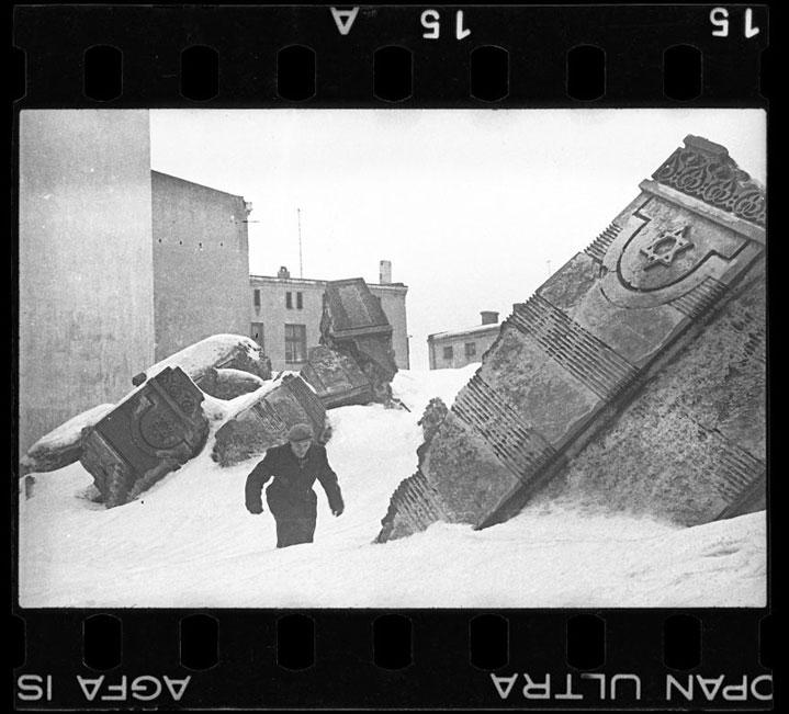 Фотограф закопал эти фото, чтобы их не нашли нацисты