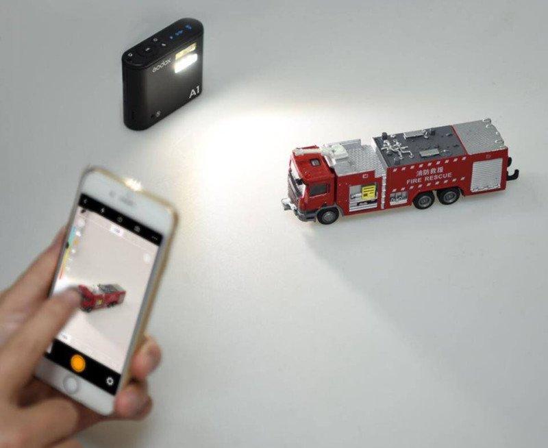 8da3678b99296 В-третьих, A1 можно использовать как внешнюю вспышку, управляя ею удаленно,  со смартфона: