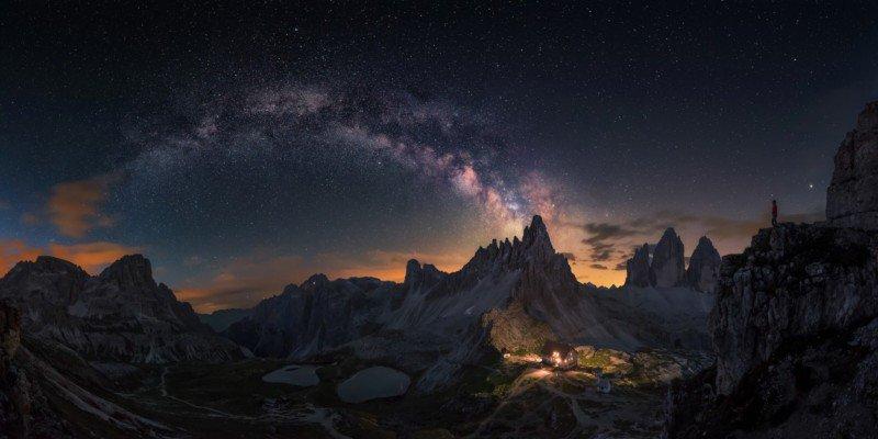 Панорама из 8 кадров Млечного Пути над Доломитами